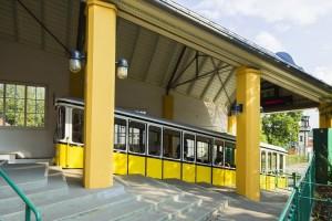 Waggon der Standseilbahn in der Bergstation