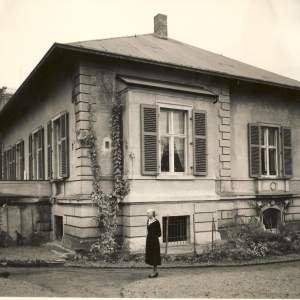 Altenzeller Straße 44, Ostseite nach dem Wiederaufbau, um 1960, vorn Maria Theresia Hempel
