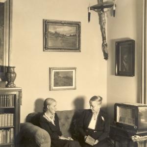 Im Wohnzimmer Altenzeller Straße 44 um 1960